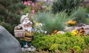 Садовые скульптуры как необычное украшение сада (+фото примеры)