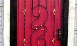 Калитка из профнастила с элементами ковки покупные и своими руками: варианты на фото